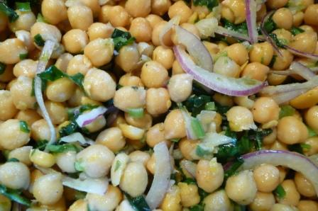 chickpea salad with red onion and parsley